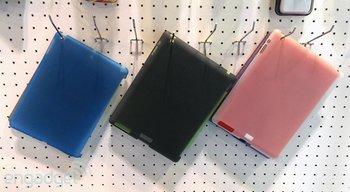 Schutzhüllen im Vergleich - iPad 5 (blau) vs. iPad 4 (grau/rosa)