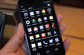 Nexus 4 by Techcrunch - 5 Apps in Reih und Glied
