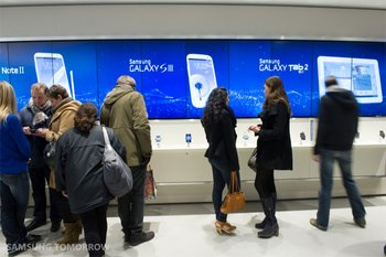 first-samsung-mobile-store_12