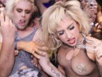"""Musikalischer Streifzug: Lady Gaga satt, Mixed Tape """"Blue Mood"""" von Mercedes-Benz, Lyrics"""
