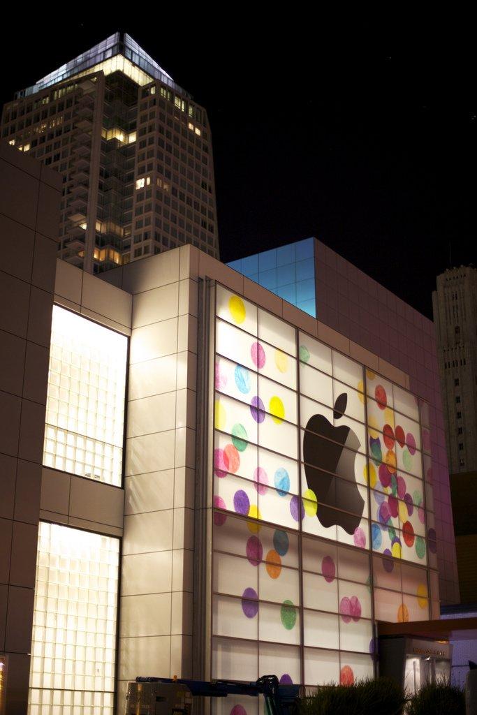 Farbenfroh: Apple dekoriert Yerba Buena Center für iPad Event