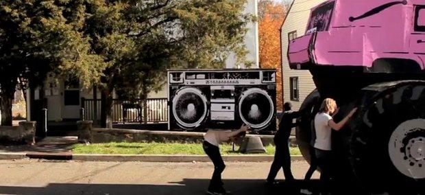 Die Musik-Videos der Woche - von Zirkus bis Monstertrucks