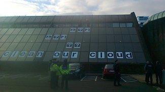 Greenpeace protestiert: Apples Europa-Hauptquartier erklommen