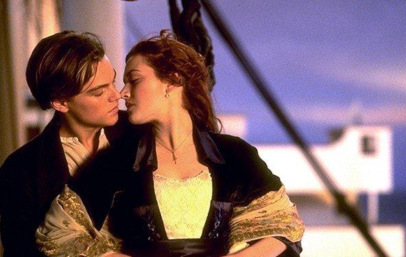 Titanic - die Besatzung singt  ABBAs S.O.S.