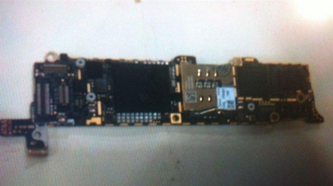 Angebliches iPhone 5 Logicboard - Rückseite