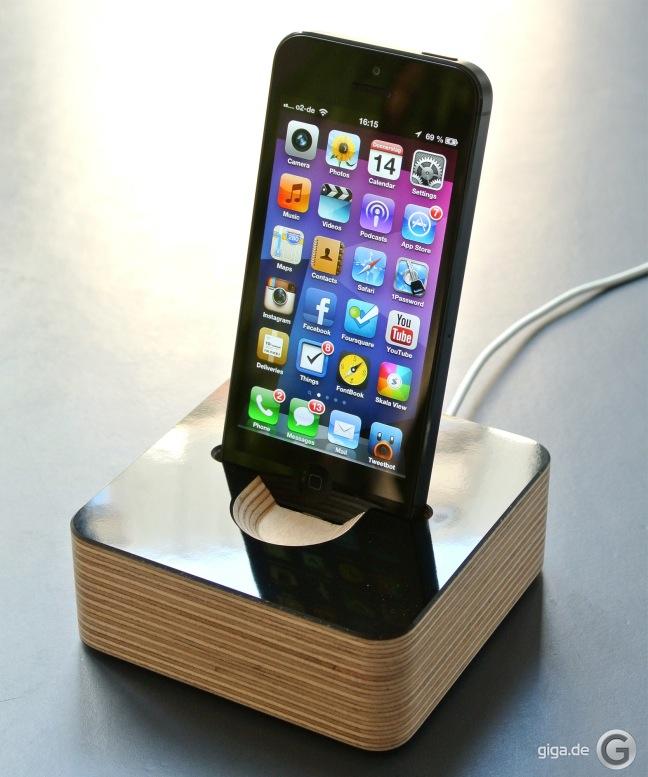 docking station f r iphone 5 von germanmade giga. Black Bedroom Furniture Sets. Home Design Ideas