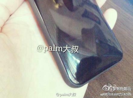 """Angebliches """"Mittelklasse-iPhone"""" mit Kunststoff-Gehäuse"""