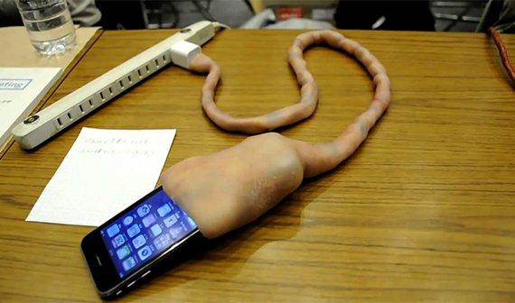 Die 25 skurrilsten iPhone-Hüllen: Vom Elektroschocker bis zur Babyrassel (mit Verlosung)