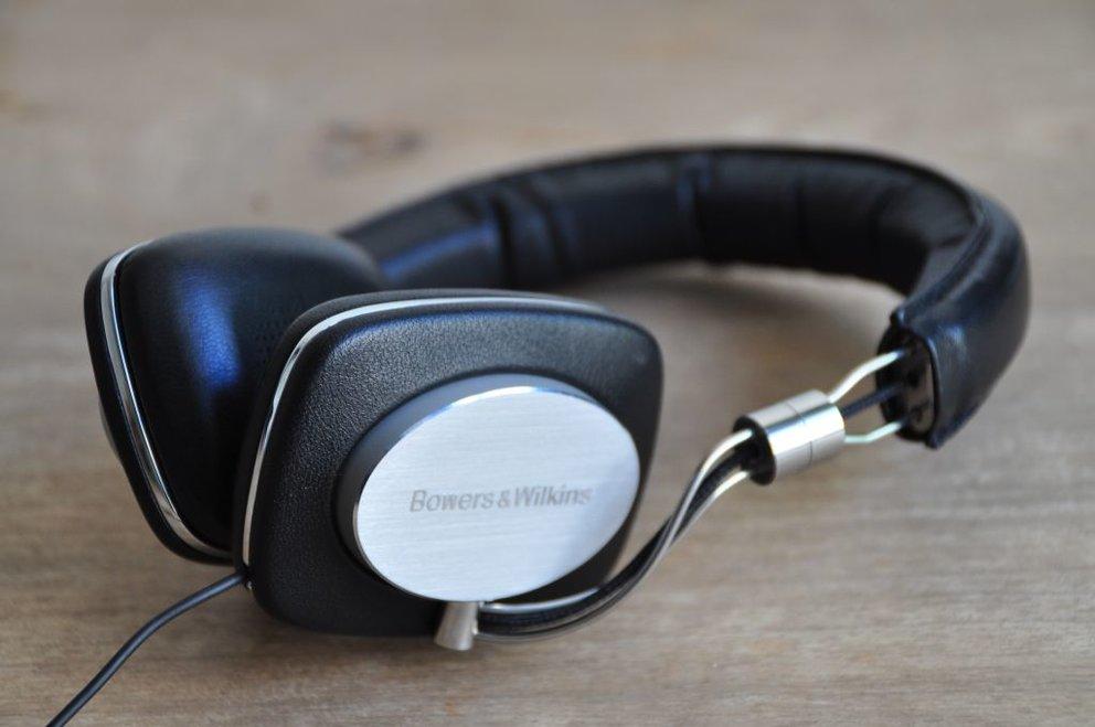Bowers & Wilkins P5: High-End Musikgenuss für Freunde des guten Tons (Testbericht)