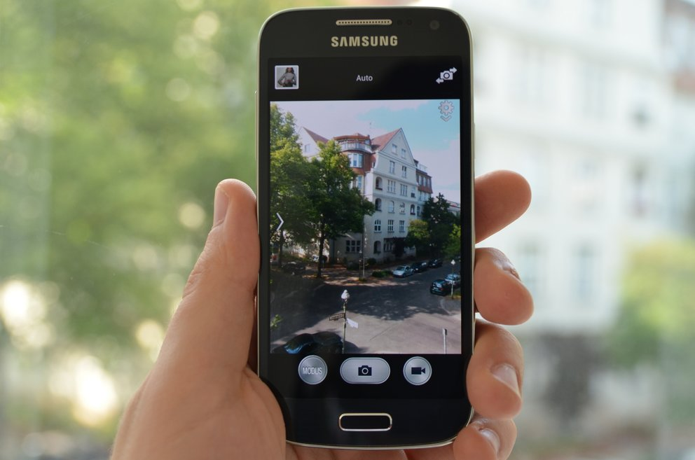 samsung-galaxy-s4-mini-kamera-app-hand