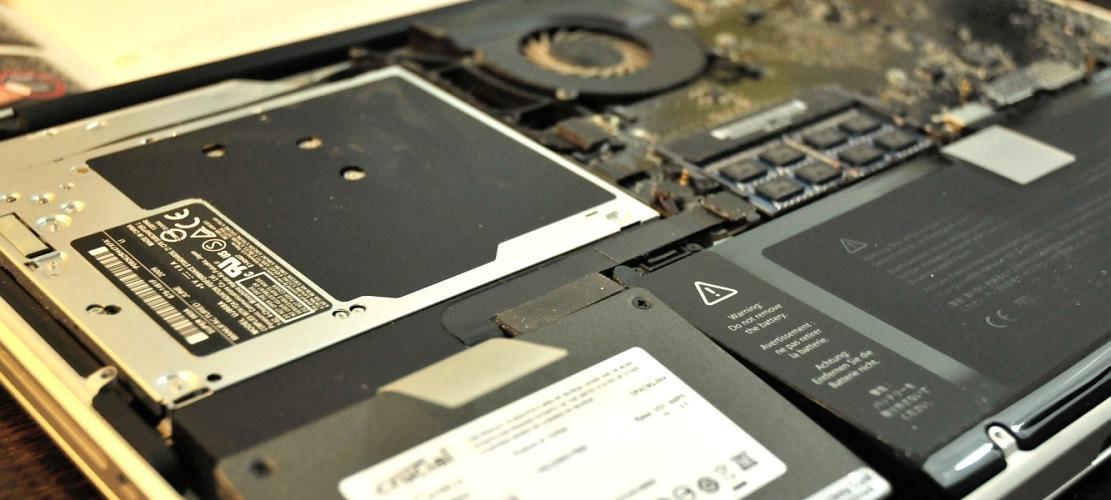 zweite festplatte im macbook pro hardwrk adapter und einbau im test giga. Black Bedroom Furniture Sets. Home Design Ideas