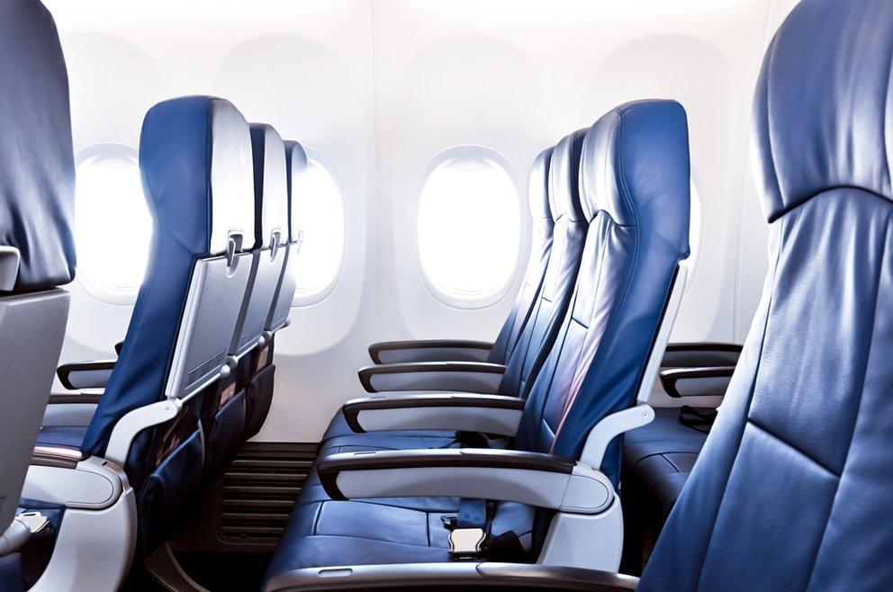 Sitzplätze Flugzeug - leere Sitzreihe