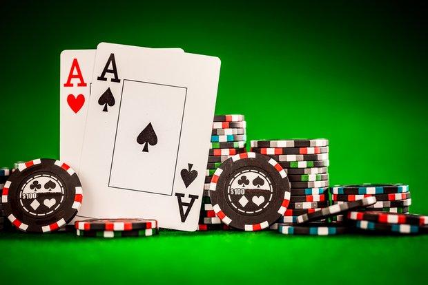 Poker Regeln: Farbe, Poker-Hands und Varianten