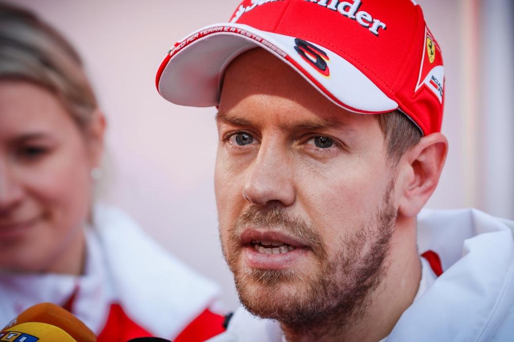 Sebastian Vettel Will Die Hoffnung Auf Eine Genesung Von Michael Schumacher Nicht Aufgeben Bildquelle Shutterstock