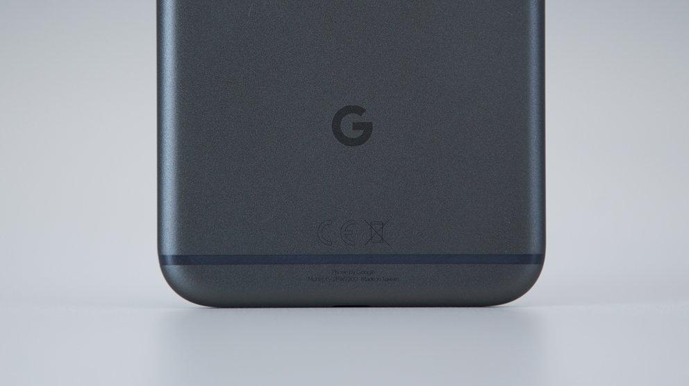 Google-Pixel-XL-Black-05603