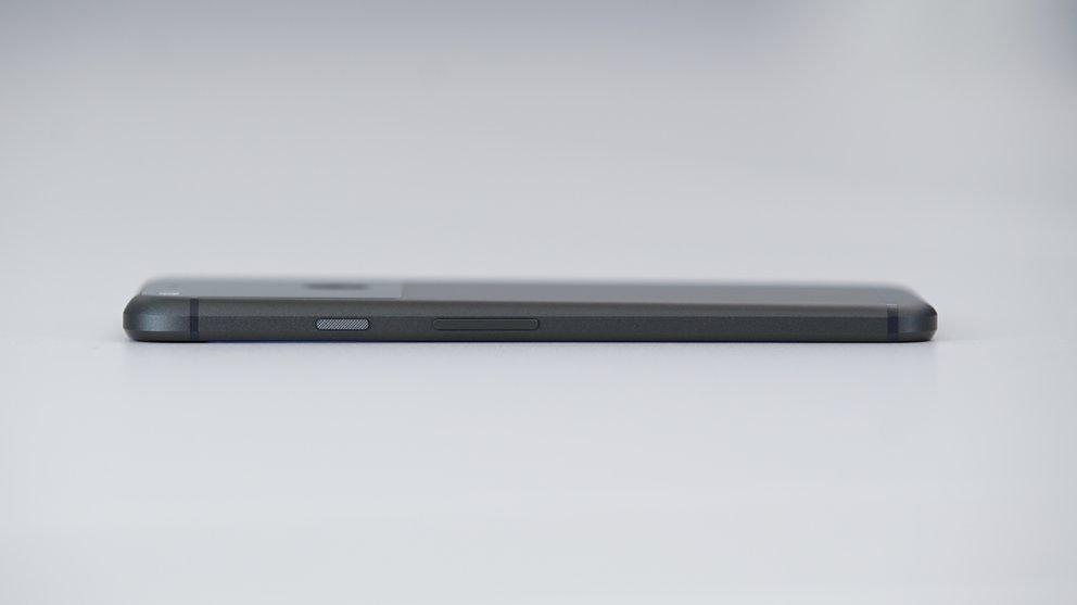 Google-Pixel-XL-Black-05609