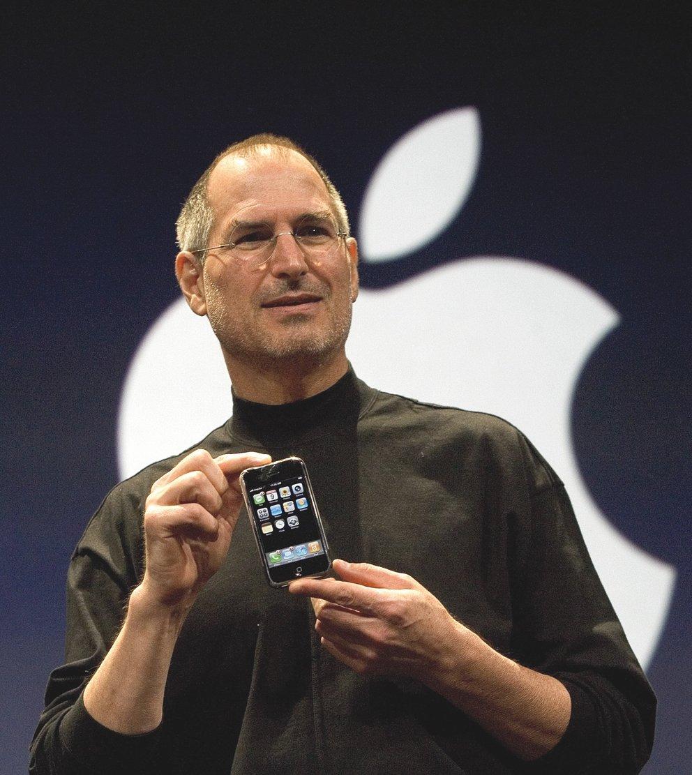 steve-jobs-iphone-1