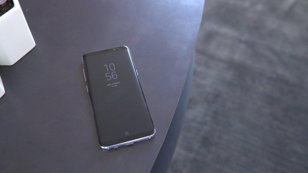 Samsung-Galaxy-S8-Stills-liegend-front-display-always-on-q_giga