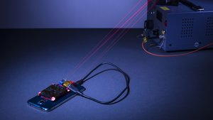Revolutionäre Technik: Smartphone kabellos aufladen – mit Laserstrahl