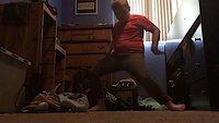 """Fortnite: Mutter von """"Orange Shirt Kid"""" verklagt Epic, weil sie seinen Tanz geklaut (?) hätten"""