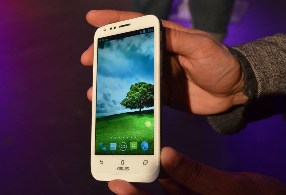 ASUS Padfone 2: Hands-Ons der weißen und der schwarzen Variante [Video]