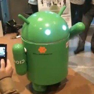 Ein Androide, der auf Android läuft