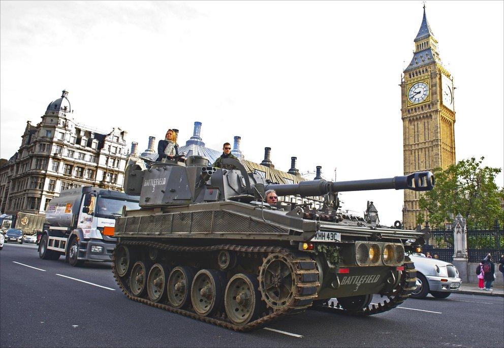 GIGA//Shorts - Halloween und Panzer in London