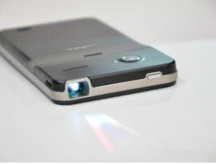 Konka S1 Mirage: 5-Zoll-Androide mit 1080p-Display und integriertem Beamer
