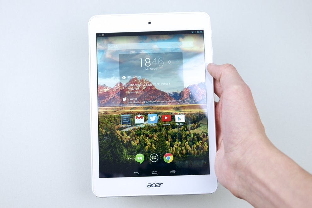 Acer Iconia Tab A1-830 in Hand