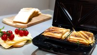 Sandwichmaker reinigen:  Schnell und einfach mit Hausmitteln