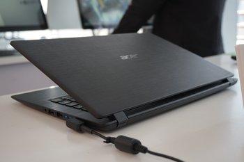 Acer Aspire 1: Rückseite