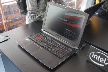 Acer Predator Helios 300: seitlicher Blick