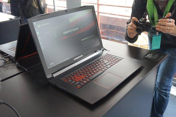 Acer Predator Helios 300: weiterer seitlicher Blick