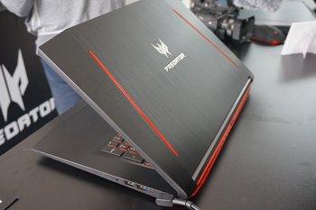 Acer Predator Helios 300: Rückseite