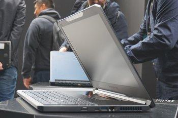 Acer Predator Triton 700: seitlicher Blickwinkel