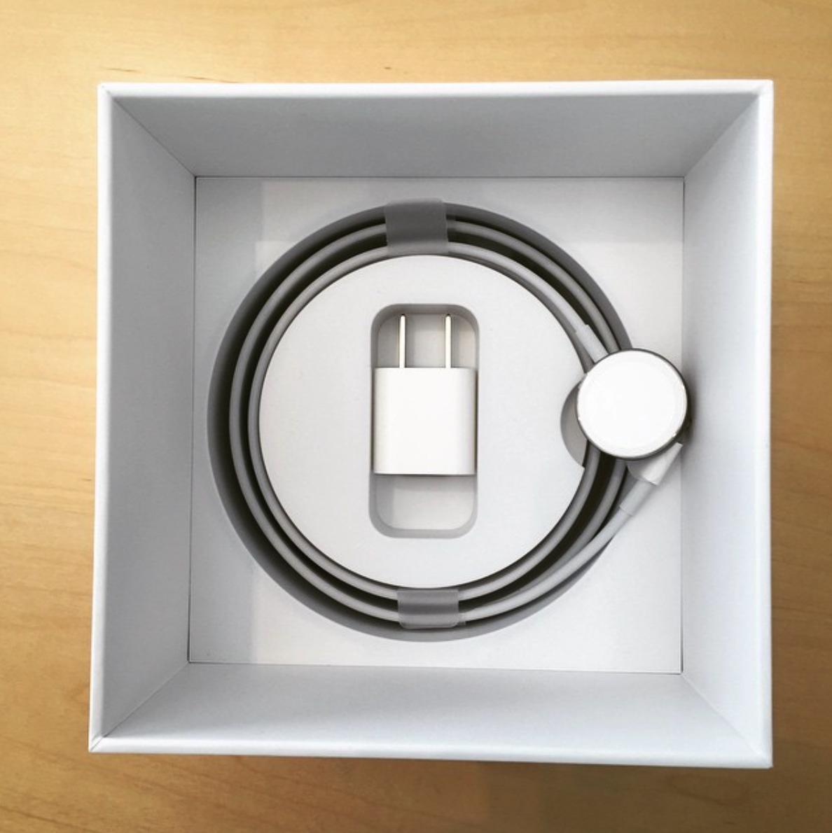apple watch edition fotos zeigen verpackung und ladestation giga. Black Bedroom Furniture Sets. Home Design Ideas