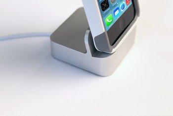 EverDock - iPhone mit Schutzhülle