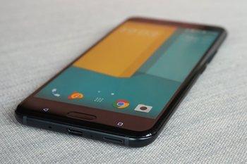 HTC U11: Blick von der Unterseite