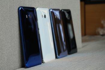 HTC U11: Farbvarianten, seitlich, stehend