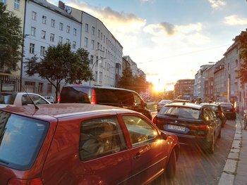 Straßenszene, Abendlicht + Gegenlicht