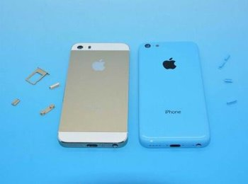 iPhone 5S (Gold) und iPhone 5C (Blau)