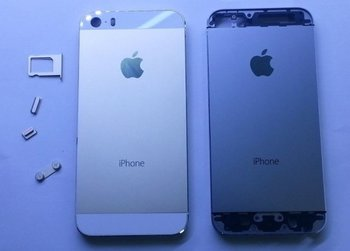 iPhone 5S (Gold) und iPhone 5 (Schwarz)