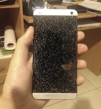 Natürlich passiert so etwas nicht nur bei Apple-Geräten… Zum Schluss das HTC One von Danny.