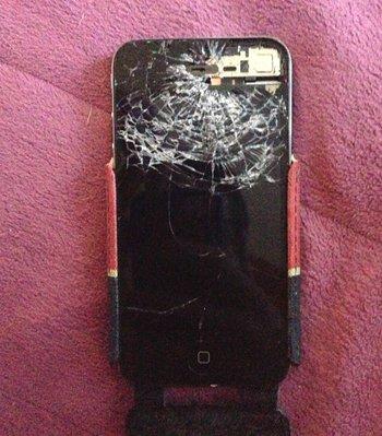 """""""Aber die Touch-Funktion war noch intakt"""", schreibt Wolfgang zu seinem iPhone 4."""