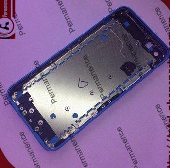 Angebliches Gehäusebauteil des iPhone Lite in Blau