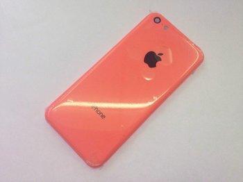 Angebliches Gehäusebauteil des iPhone Lite in Rot oder Pink