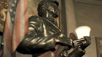 Die Statue im Main House hält eine Schrotflinte.
