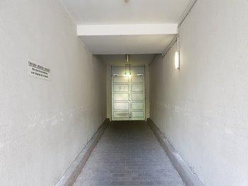 In Wirklichkeit war der Tunnel bis zur Tür deutlich dunkler. Mit dieser Situation kam das S9 gut klar, …