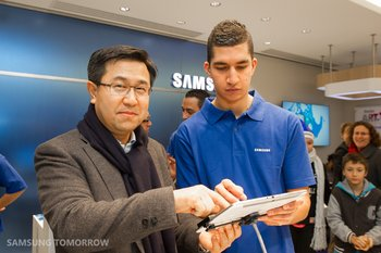 first-samsung-mobile-store_6