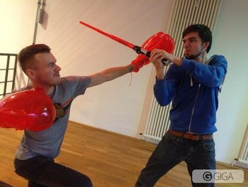 @Follow_the_G Dominic und Martin haben sich direkt mal in Smash-Pose geworfen! #SSB http://t.co/UZTtExb9sf